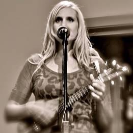 Naomi Psalm live