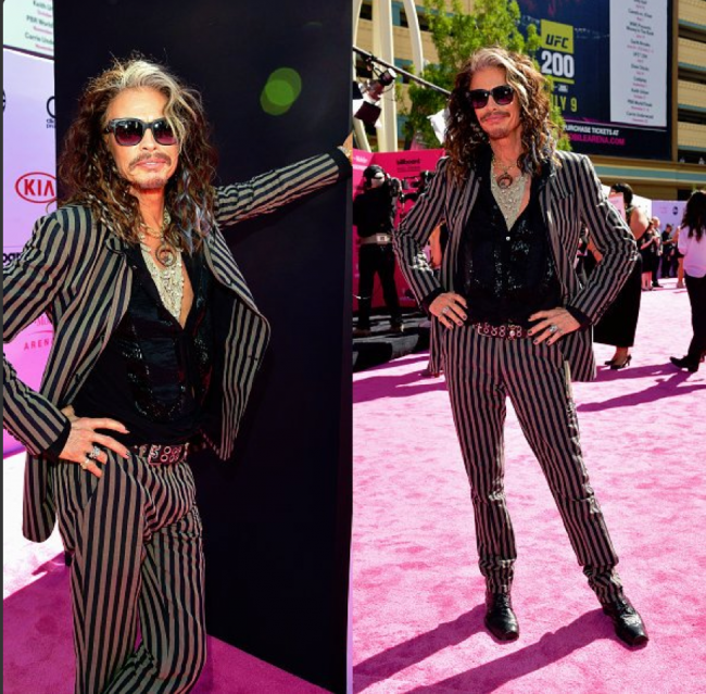 Steven Tyler Rocks The Pink Carpet
