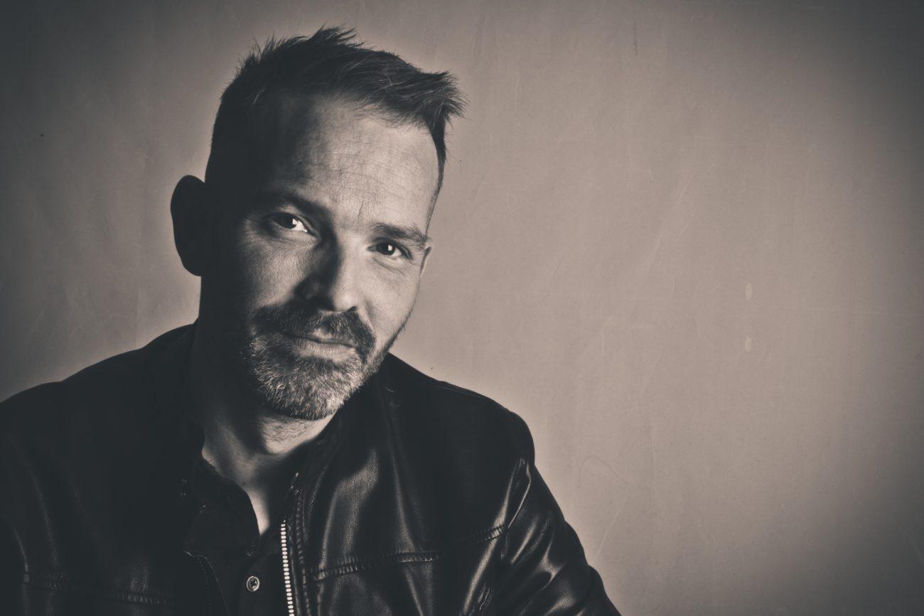 Pop-Rock Artist Alan Heart Describes the Advantage of The Big Music Business Companies